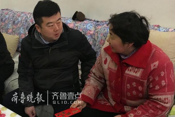"""1月31日,中国建筑第八工程局有限公司滕州保利万达广场项目开启""""暖冬公益行动""""。"""