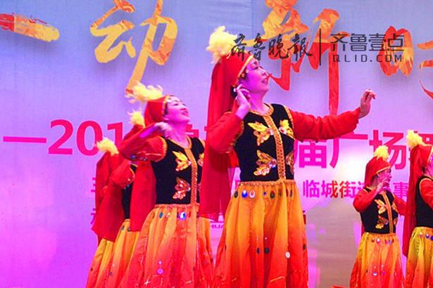 据悉,本届广场舞大赛分初赛,半决赛和决赛三个进行,共40支广场舞队参加初赛,8支队伍进入决赛。