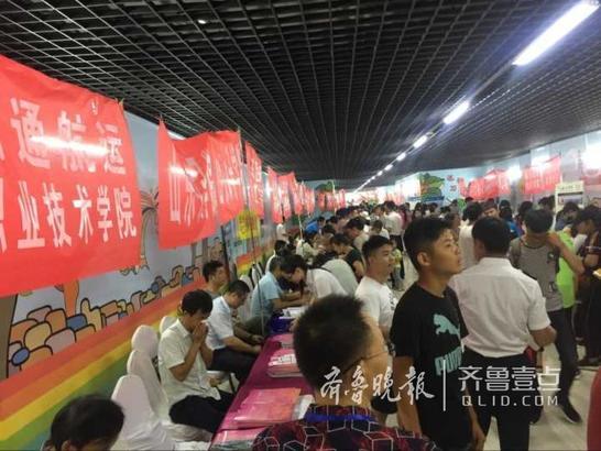 继6月26日本科场后以参会学校最多、信息最权威、人气火爆而受到枣庄市考生及家长的高度关注。