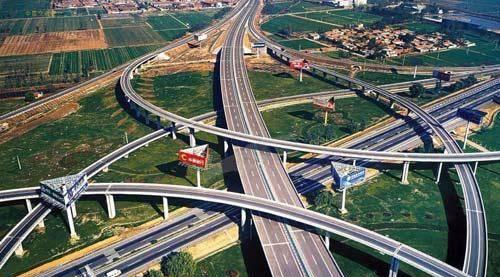 龙山互通立交上跨省道102线,为双喇叭互通立交;圣井互通上跨国道309线图片