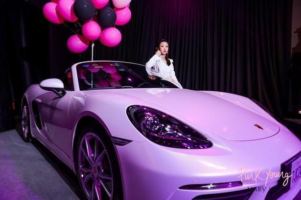 在玫琳凱,粉紅色轎車這抹獨有的粉色象征著女性對夢想的堅持和事業的成功。