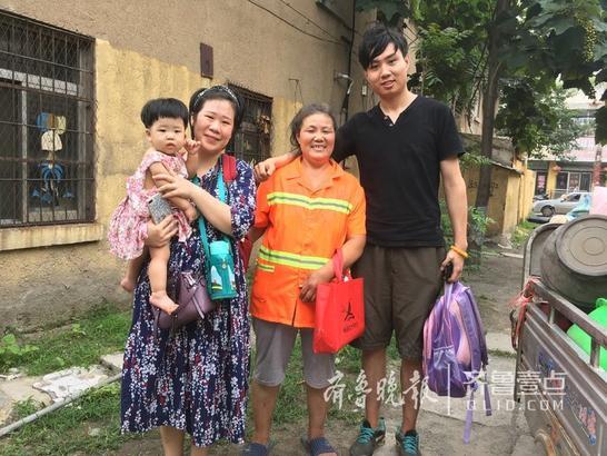 不要以为这是一家人,其实他们是邻居——两个妈妈和两个孩子。