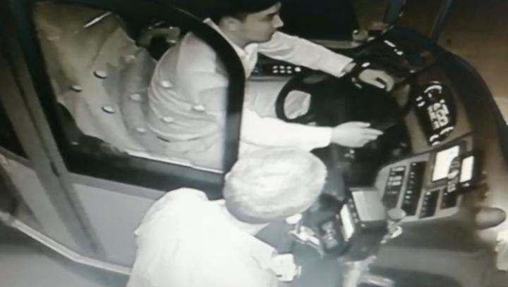 果然视频|济南乘客司机爱心接力,帮迷路老人找到家人