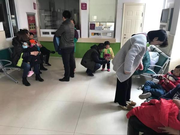 最近这一阵儿,泰城孩子里好多v孩子发烧1的医院性感写真专拍图片