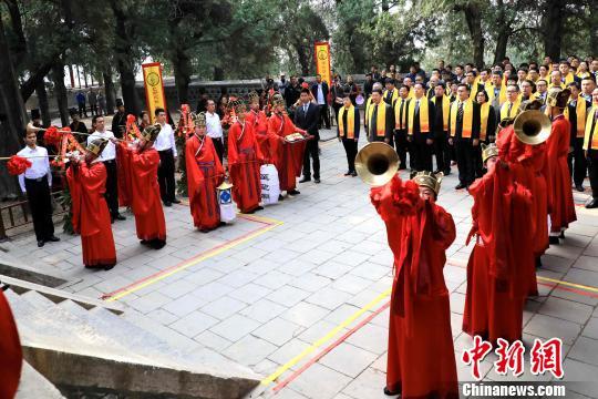 4月4日,己亥年春季祭孔大典在孔子出生地山东曲阜尼山举行。 李欣 摄