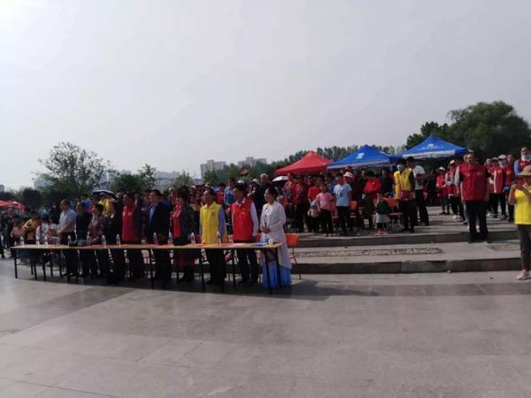 【下跪】东明万福高中百人怀念,啥公园?情况实拍的歌图片