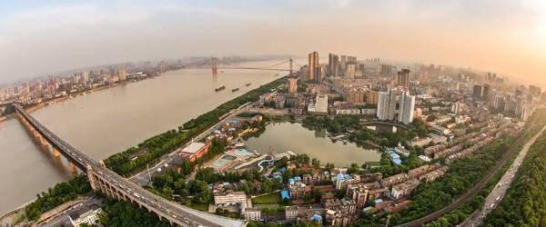 武汉开发区人才新政:高端人才父母在本区生活每人每年补2万