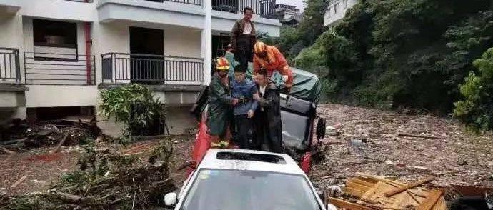 最不愿见到灾难的地方又受灾…汶川航拍画面令人揪心