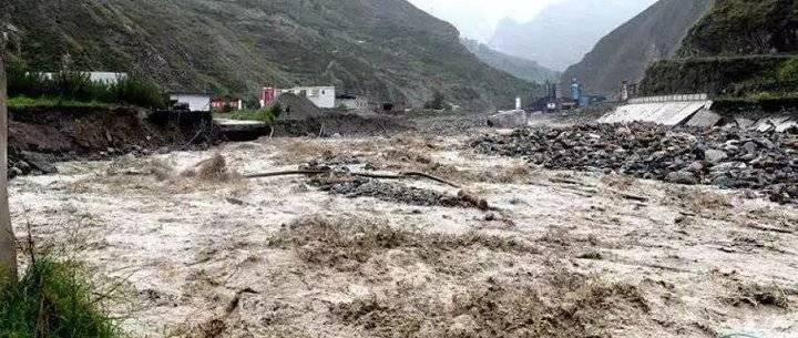 已致7人死亡 24人失联 汶川县3万余人转移 暴雨致四川多地发生险情