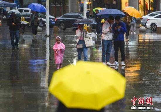 四川盆地有较强降雨 西北地区东部有大风降温天气