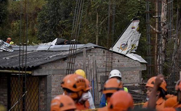 哥伦比亚一架客机坠毁致7死2伤