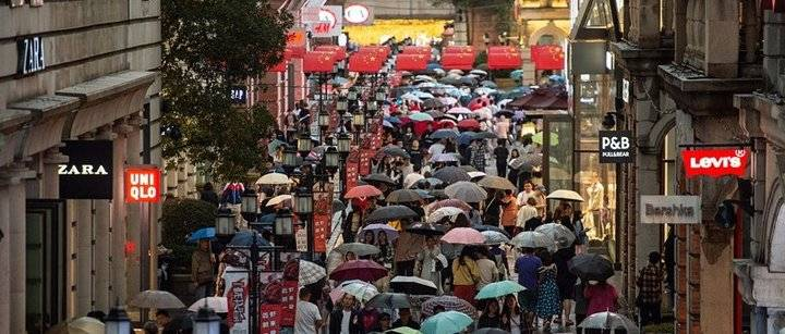 武汉一天狂降11℃!还有地方下雪啦,裹被子都要出去玩的,快看最新天气预报……