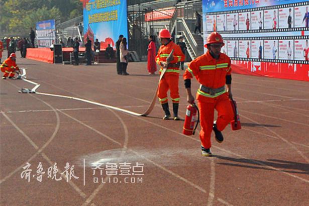 同时,枣庄市首届微型消防站技能比武竞赛也在枣庄职业学院运动场启动。