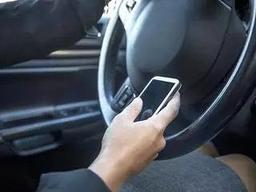 开车别拿手机!开车用手机已成交通事故三大原因之一