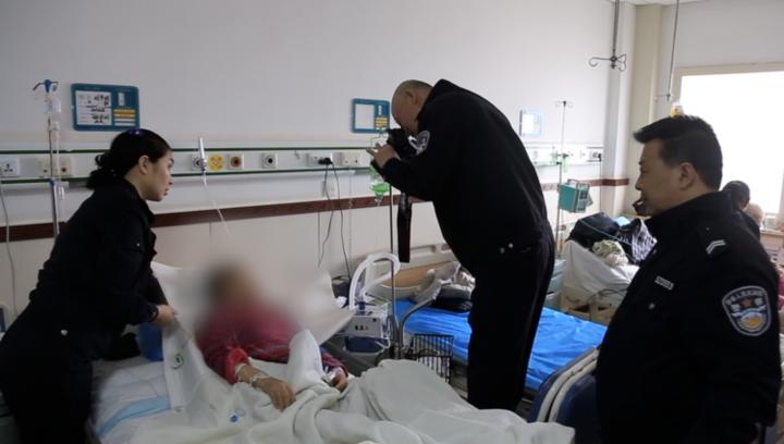 果然视频|老人重病昏迷,济南民警到医院为其拍照办证