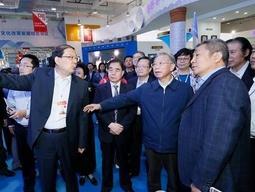 第七届山东文博会在济南开幕,刘家义龚正参观展区