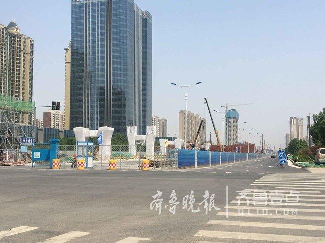 2018年1月下旬,项目中的青岛路半封闭施工,代表着工程进入全面施工