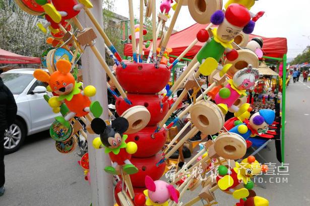 各种平时少见的工艺品和玩意儿也出现在庙会上,其中不乏非物质文化遗产。
