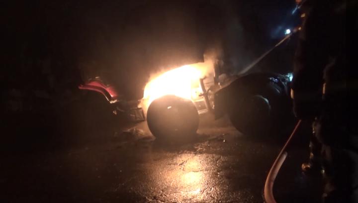 果然视频|集装箱货车车头起火,无人员被困