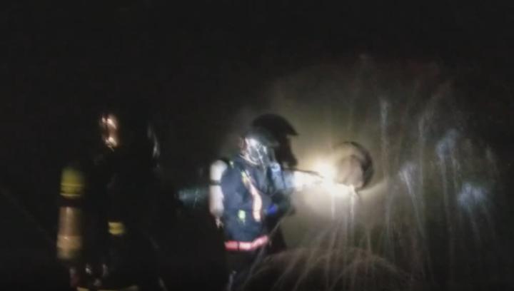 果然视频|60吨甲醛罐车雨中侧翻,聊城消防急救援