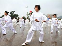 最新研究:打太极拳可以显著降低老年人摔倒的风险