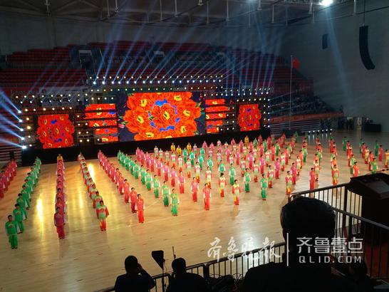 枣庄市老年体协健身秧歌等表演。