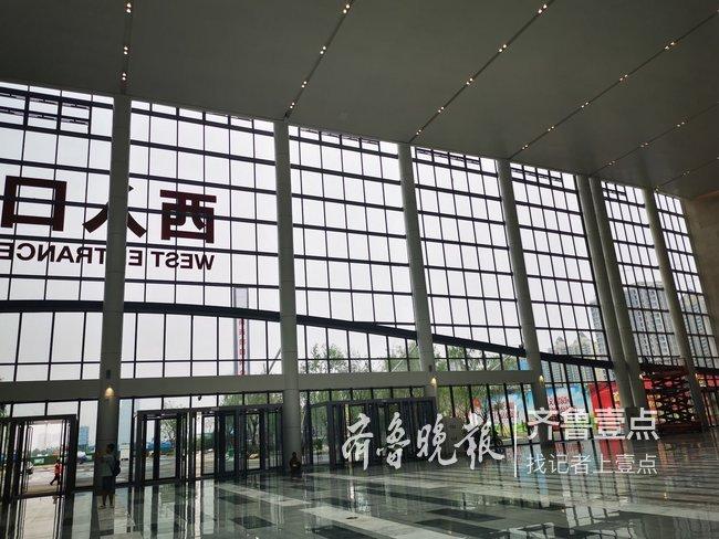 现场探秘济南灵感展中心!设计西部源于济南酒的红色字体设计图片