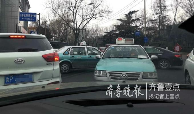 由于正月假日泉城路芙蓉街和大明湖等游客太多,交通压力大,最好来这里不要开车。