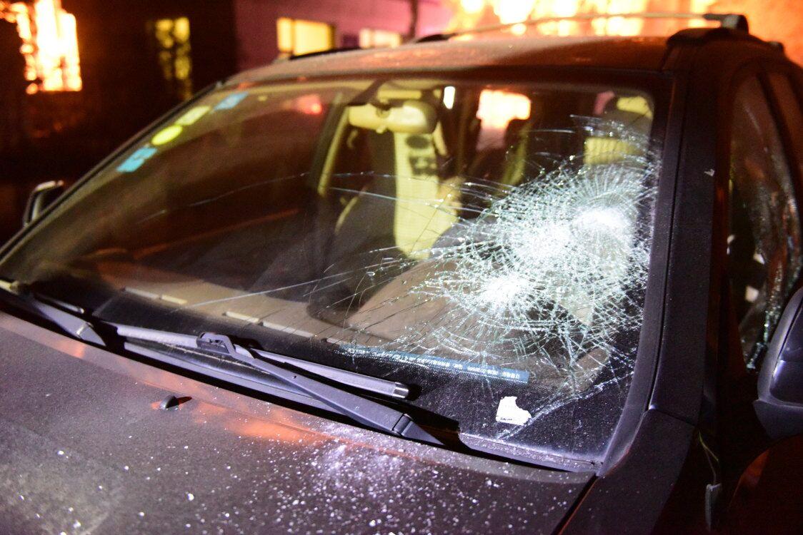 青州男子被骗传销损失20余万元,斧砍30余辆车发泄