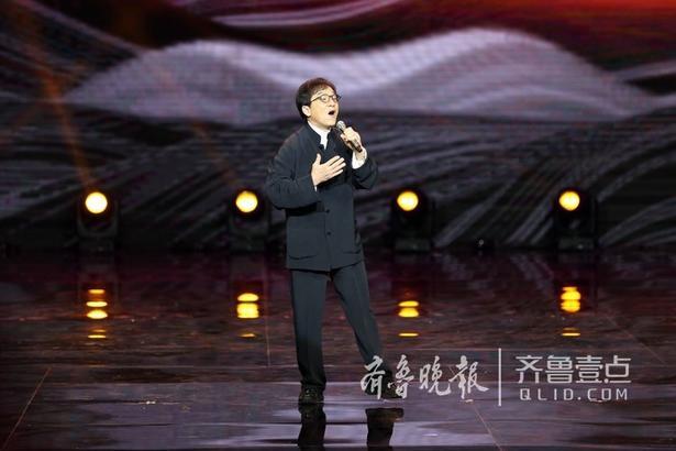 6月13日,首届上合组织国家电影节在山东青岛开幕,来自上海合作组织各国的电影代表团,电影艺术家、电影企业代表、中外媒体记者,以及热情洋溢的青岛市民1000多人,在青岛西海岸新区灵山湾星光岛大剧院,共同见证了电影节开幕盛况。