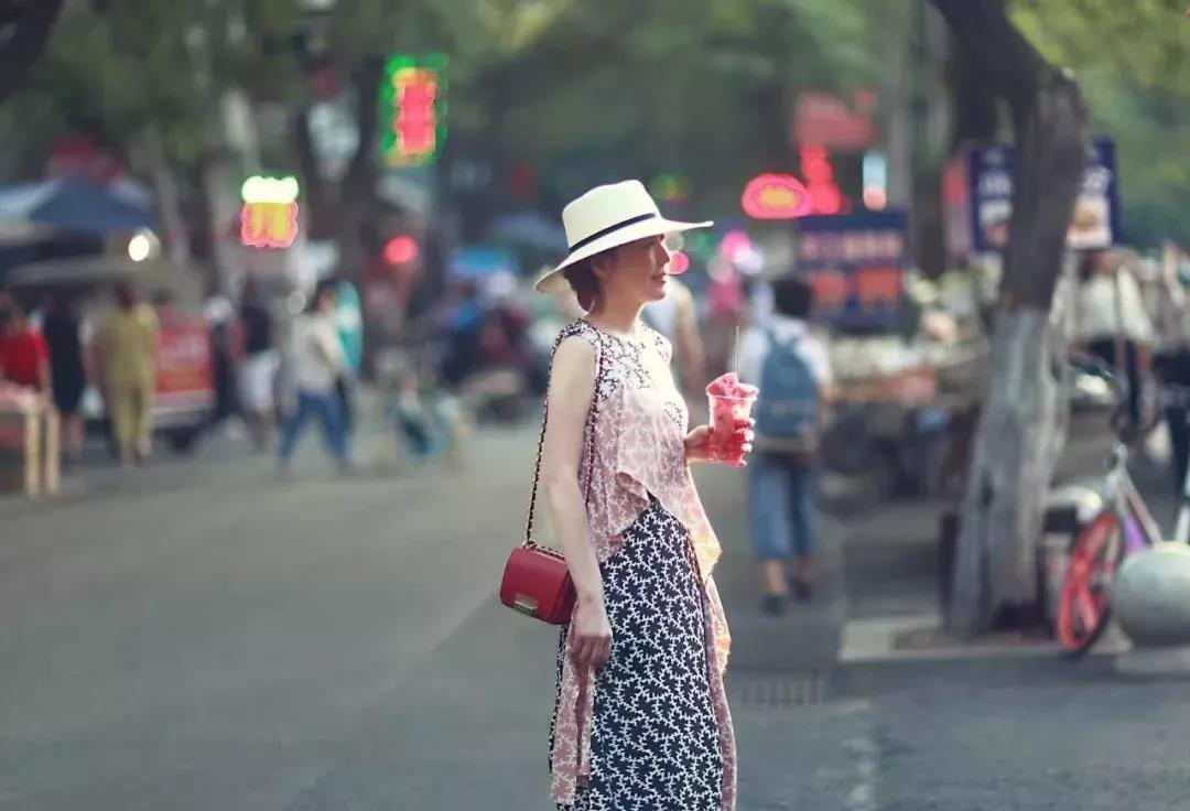 外出觀光,怎麼穿搭才幹拍出不同凡響的美照? 形象穿搭 第25張