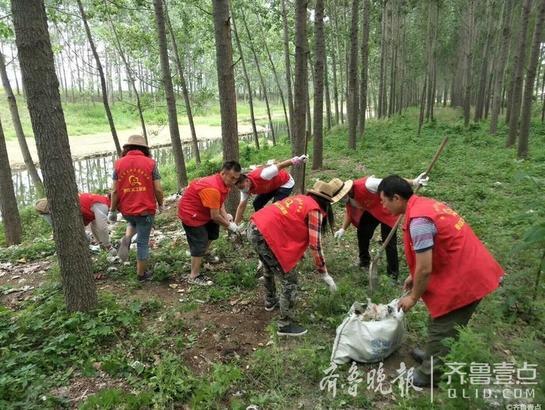"""6月6日,壹粉""""水木桂子""""在齐鲁壹点情报站中发布了一组照片,称""""6月2日下午'美丽山东,枣庄义工在行动'——第47个世界环境日活动。"""""""