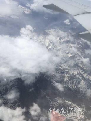 图为飞行过程中的美景。齐鲁晚报·齐鲁壹点特派记者李志刚表示,整个平飞阶段非常稳,其实俄航飞机坐着还挺舒服的,没有网上传言那么夸张。
