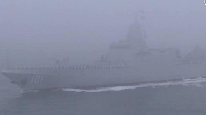 """现场视频!""""南昌""""号导弹驱逐舰接受检阅"""