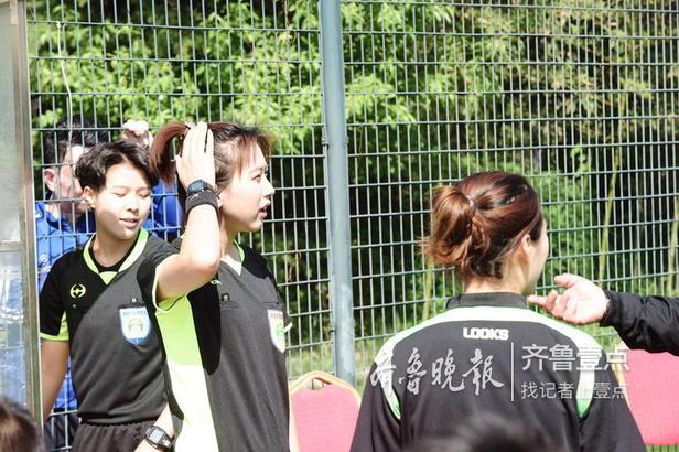 """2019山东省第一届""""百脉泉酒业""""泉城联盟杯足球赛首场比赛在奥体运动场开赛。"""