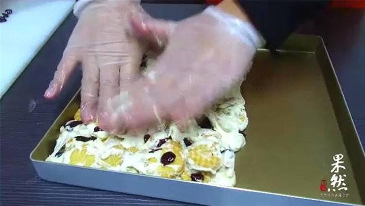 果然视频 春节挑礼难?不如做一盒酥脆可口的雪花酥