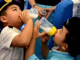 卫健委:青少年应每天摄入300克奶,小学生睡够10小时