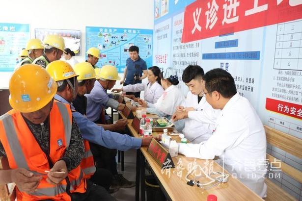 项目部一直坚持对工人安全和身体健康高度负责的态度,特意在这个劳动者的节日前,对现场工人进行身体健康情况的检查;