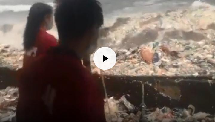 菲律宾马尼拉湾海滩惊现巨型垃圾浪,触目惊心!