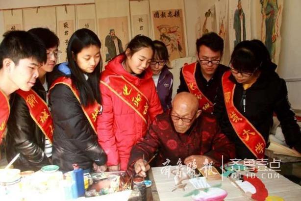 大学生们表示一定会按老人的叮嘱努力去做,将中国优秀传统文化发扬光大。 齐鲁晚报·齐鲁壹点 记者 李军 通讯员 史奎华 杜壮壮 贾艳蕊