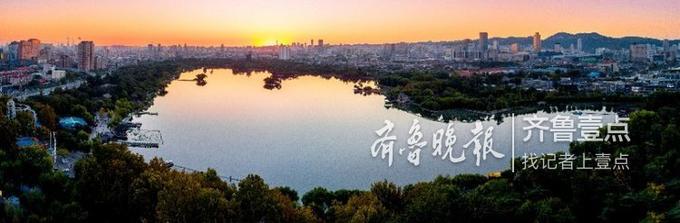 眼下明湖秋韵的色彩还需要一早一晚的阳光来进行渲染,老舍同志笔下描绘的大明湖还要等一阵,到时比这更精彩,更热烈。 宋广兴 10月11日摄于济南