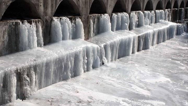 果然视频|严冬济南,南山河道成壮观冰瀑却活力十足