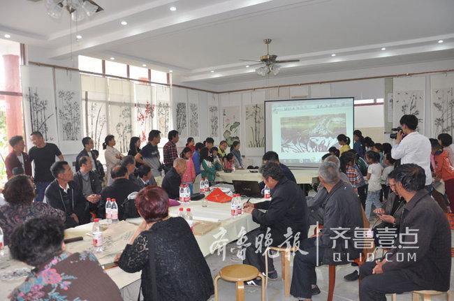 牡丹区何楼办事处王庄村办起书画剪纸展