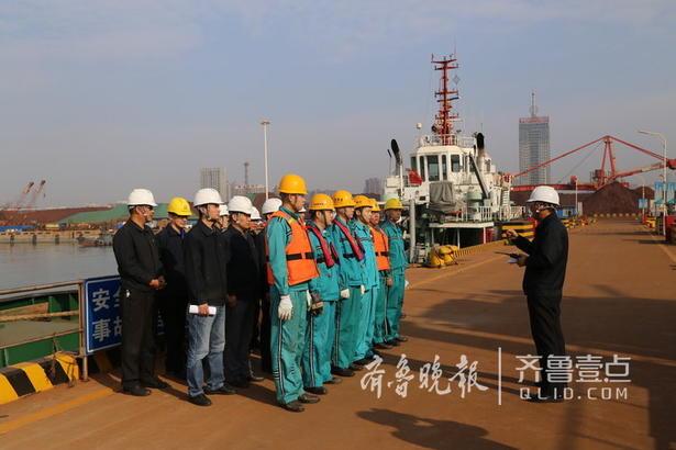 10月13日上午08时30分,日照港轮驳公司在工作船码头组织了一场别开生面的防恐应急演习,公司领导班子高度重视,全程参与,带领公司各部门、单位积极配合、共同完成。